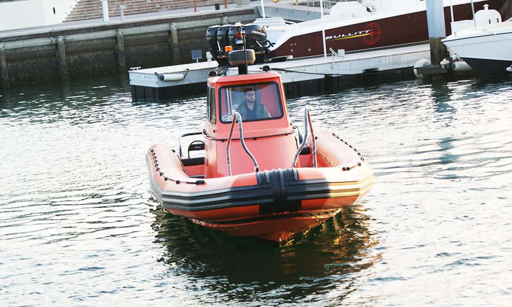Towing-rigid-inflatable-boat
