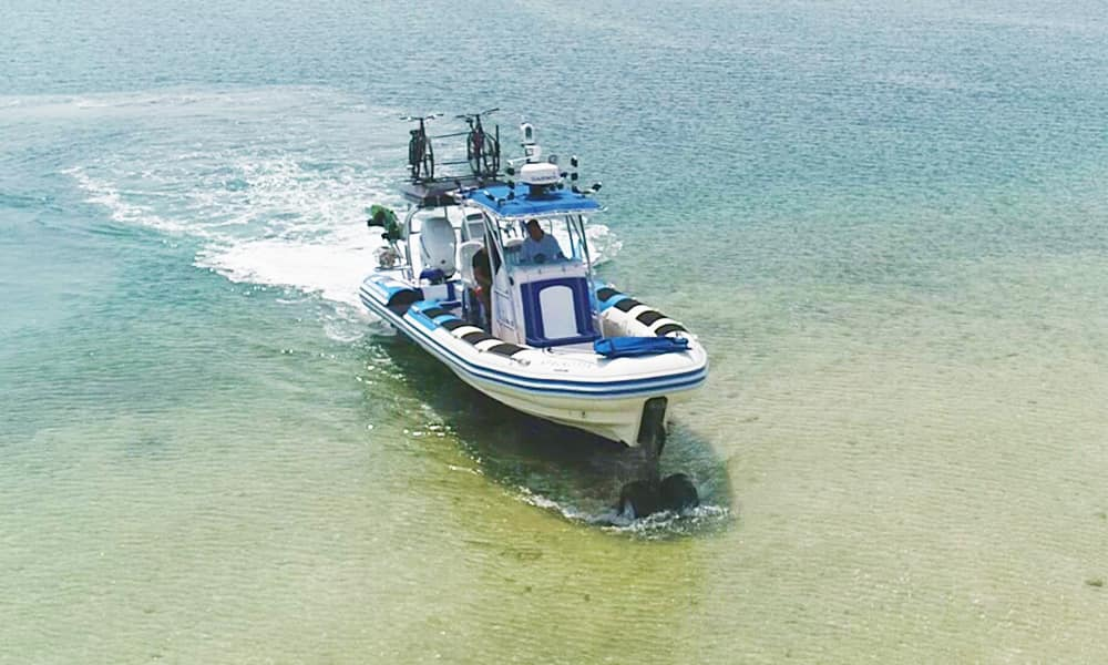 professional-amphibious-boat-9.8-with-wheels