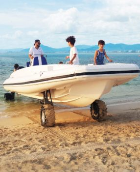 9.5m boat with wheels beachlander